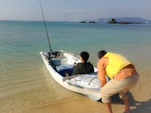 名嘉真の海で釣り
