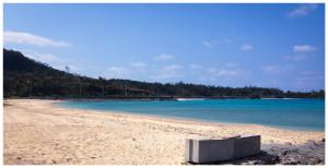 民宿周辺のビーチ・海。人はほとんどいません。