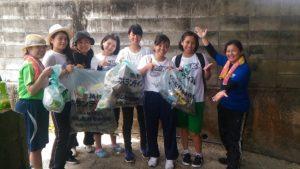 沖縄県立中部農林高校生徒によるビーチクリーンボランティア