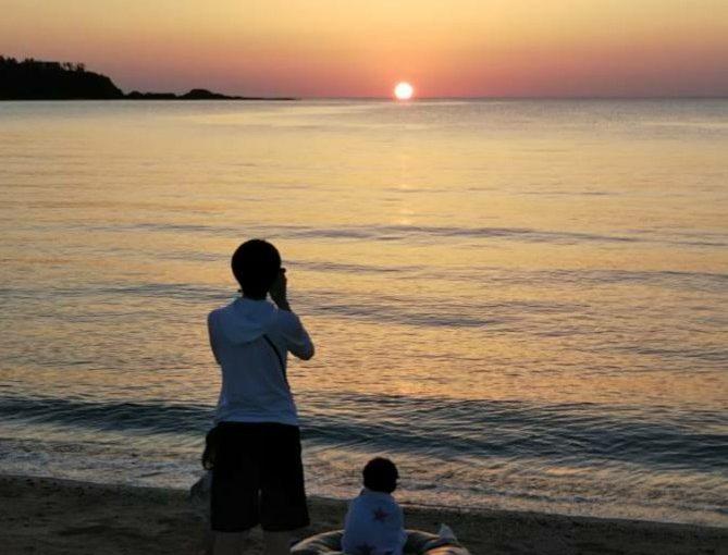 北海道からのお客様 親子で夕日を 眺める